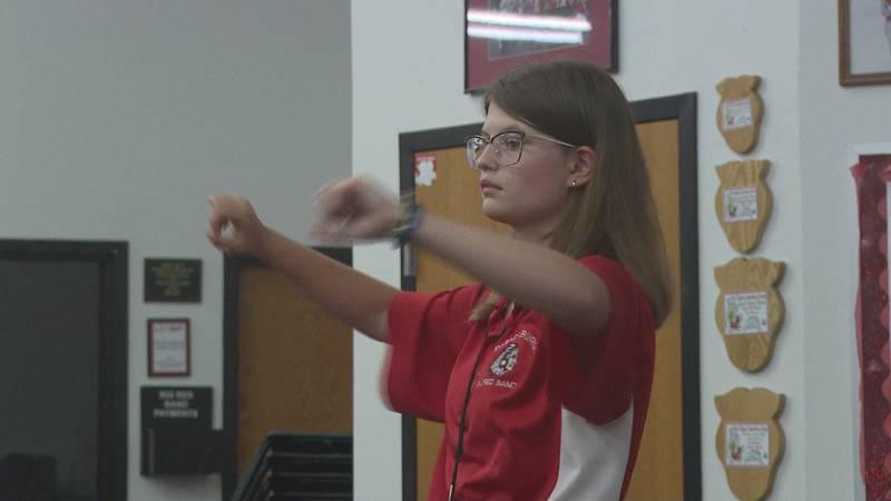 Big Reds band seniors help guide underclassmen before leaving