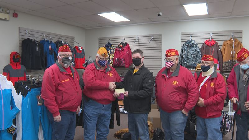 Marine Corps League gives check to Fraternal Order of Police