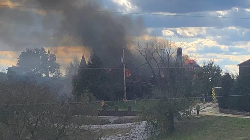 Structure fire in Belpre