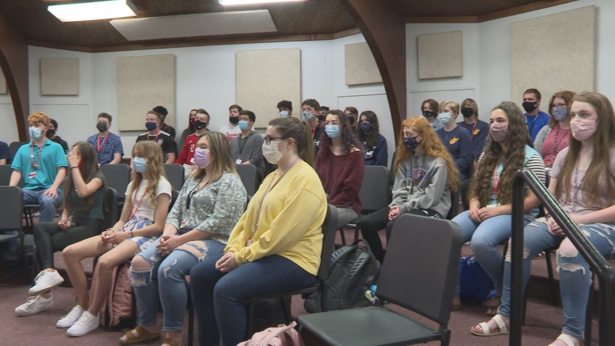 Parkersburg High School a cappella choir prepares for first concert in over a year