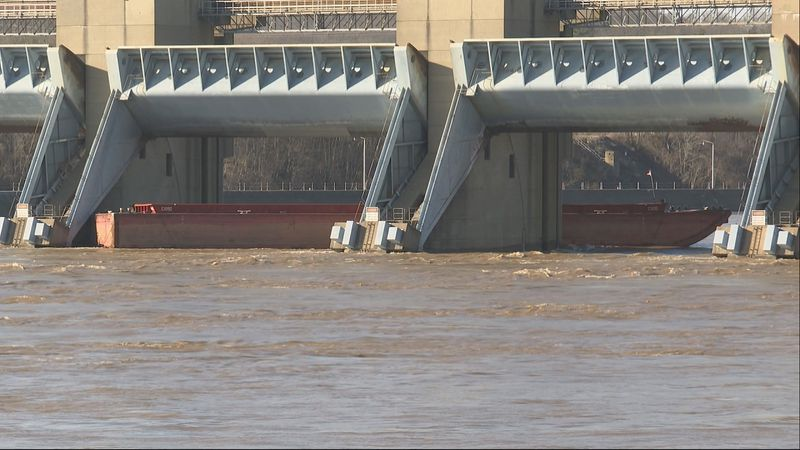 A barge broke free from a disabled tugboat and got stuck Wednesday afternoon at the Belleville...