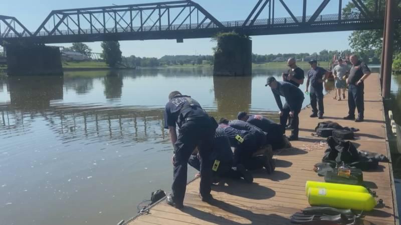Marietta Fire Dept. gets training in while retrieving sunken car in Muskingum