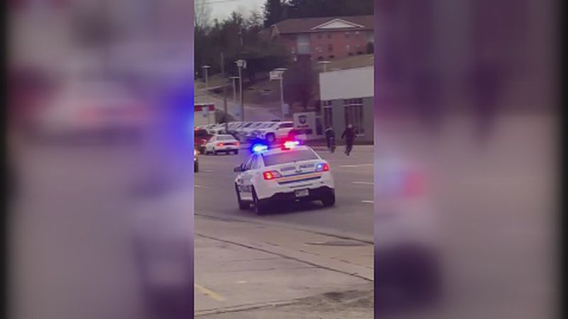 Vienna Police chase a suspect riding his bicycle around Buffalo Wild Wings.