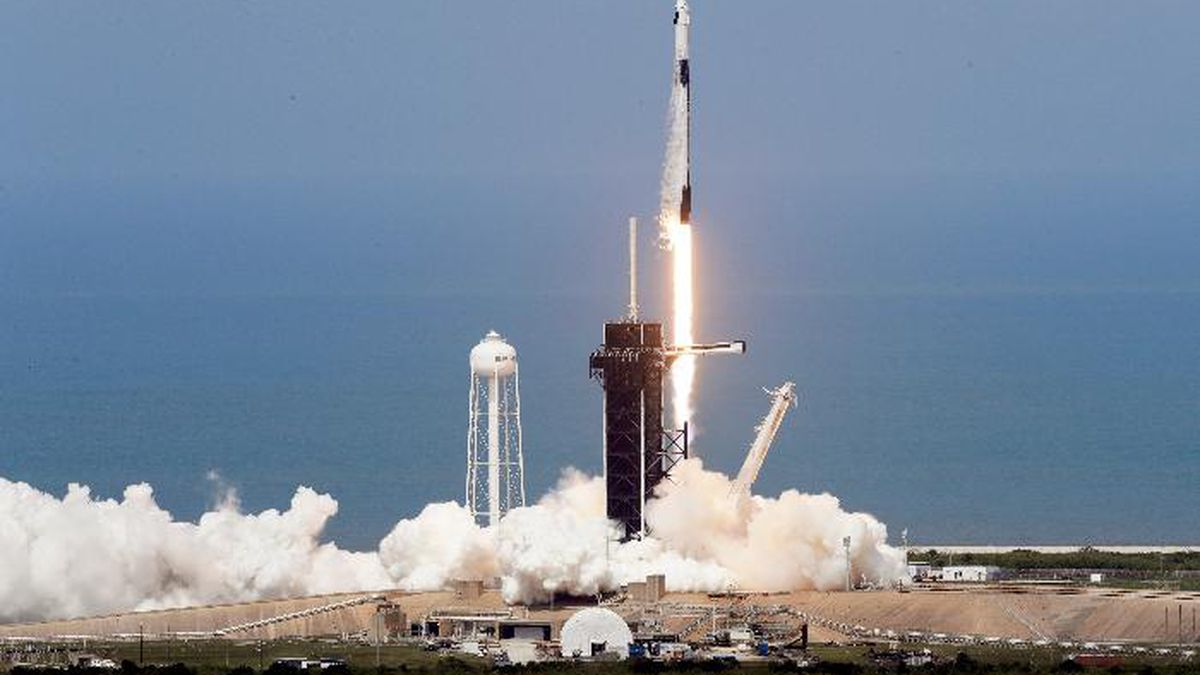 A SpaceX Falcon 9, with NASA astronauts Doug Hurley and Bob Behnken in the Dragon crew capsule, lifts off from Pad 39-A at the Kennedy Space Center in Cape Canaveral, Fla., Saturday, May 30, 2020. The two astronauts are on the SpaceX test flight to the International Space Station. For the first time in nearly a decade, astronauts blasted towards orbit aboard an American rocket from American soil, a first for a private company. (AP Photo/Chris O'Meara)
